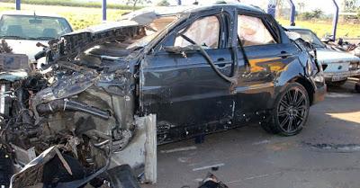 24jun2015---range-rover-do-cantor-cristiano-araujo-que-morreu-em-acidente-na-br-153-no-km-614-entre-morrinhos-e-o-trevo-de-pontalina-em-goias-1435156316318_956x500